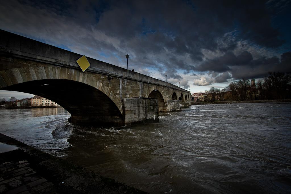 Brückenbogen am Donaustrudel